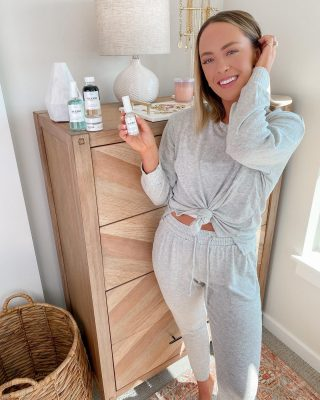 I'm currently at the age where I'm trying to both prevent acne & work on anti-aging! I'm trying out @averraglow's anti-aging skincare line because I'm SUCH a big fan of the acne line! they're all clean ingredients and create the most lovely spa-like experience- with results that are always noticeable! 🌸🌸🌸you can use code taylorlove20 for 20% off the anti-aging line for the next 48 hours! 🤍 #averraglow #antiaging #cleanskincare