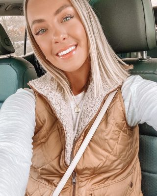 Photo in the car because @dyl.jp is out of town again 🙃 Officially sherpa season & I love nothing more 🙌🏻🙌🏻🤍🍁 this one is 10/10 cozy & comes in lots of colors 👉🏻 @threadandsupply http://liketk.it/30wcj #liketkit @liketoknow.it I hope everyone is having a lovely Friday & doing something nice for yourself 🤍🤍🤍