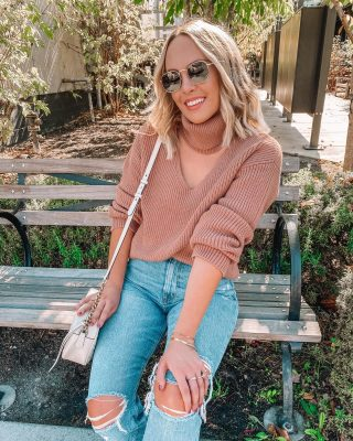 There's a new post on the blog rounding up my sweater picks for the fall & into winter 💋 every time I say the word sweater at this point I can't help but laugh at the saturday night live video that will forever be stuck in my head 🤣🤣🤣 it's on my story too if you haven't seen it 😌link in my bio for the post! 😘 #sweatahweathah #fallstyle @revolve #revolveme