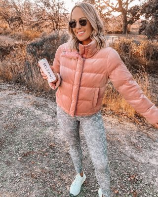 I've found my non-alcoholic beverage of choice: @sipclean 🥂🤍 it's a new alcohol-free rosè that makes for a great alternative when you need a little extra wellness in your life & is the perfect size to take with you on-the- go! We can all use a little help making good choices, especially around this time of year! 🥰 congratulations on launch day @sipclean #sipclean #alcoholfreerosé #sipcleanpartner #siphappy more on stories! 💕
