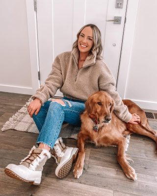 "There's an empty house tour up on my story!!! 🏡 wanted to show you the ""before"" and then bring you along on the decorating process 🥰 http://liketk.it/388v7 #liketkit @liketoknow.it #revolvewinter @revolve"