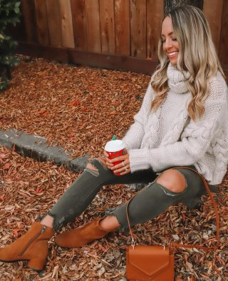 We have had the most relaxing weekend and it's been SO nice & needed to prep for this busy season 🤩🎄 interrupting your Sunday to let ya know THE MOST COMFORTABLE paid or winter boots from @eccoshoes are on sale today- they rarely have sales so jump on this! you can walk in these for daaays and they never hurt. linking on my story! ❤️ ps photo from last year & it's making me miss long hair 🙃
