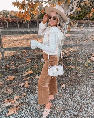 "Are you team comfortable or fancy for Thanksgiving?? 🍁🌿 I think I'm somewhere in the middle 🙃 will likely be wearing something like this on Thursday! sharing Thanksgivings outfit ideas in today's post on LTK 👇🏻#ltkholiday http://liketk.it/323Gz #liketkit @liketoknow.it outfit links can be found in my bio & the ""shop my Instagram"" page of my blog! ❤️ #thanksgiving #thanksgivingoutfit #holidayoutfit #corduroy"